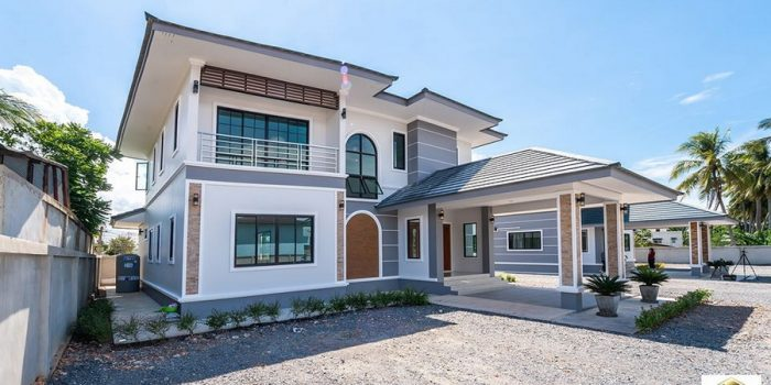 Picture of Double Story House Design with Prominent Veranda